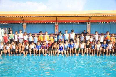 إعلان عن دورة سباحة