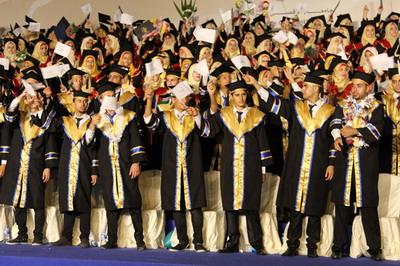 جامعة الأقصى- تخرج كوكبة من أبناء وبنات العائلة