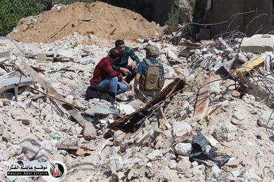 فيديو وصور  : صاروخ تحت ركام منزل بخان يونس لم ينفجر