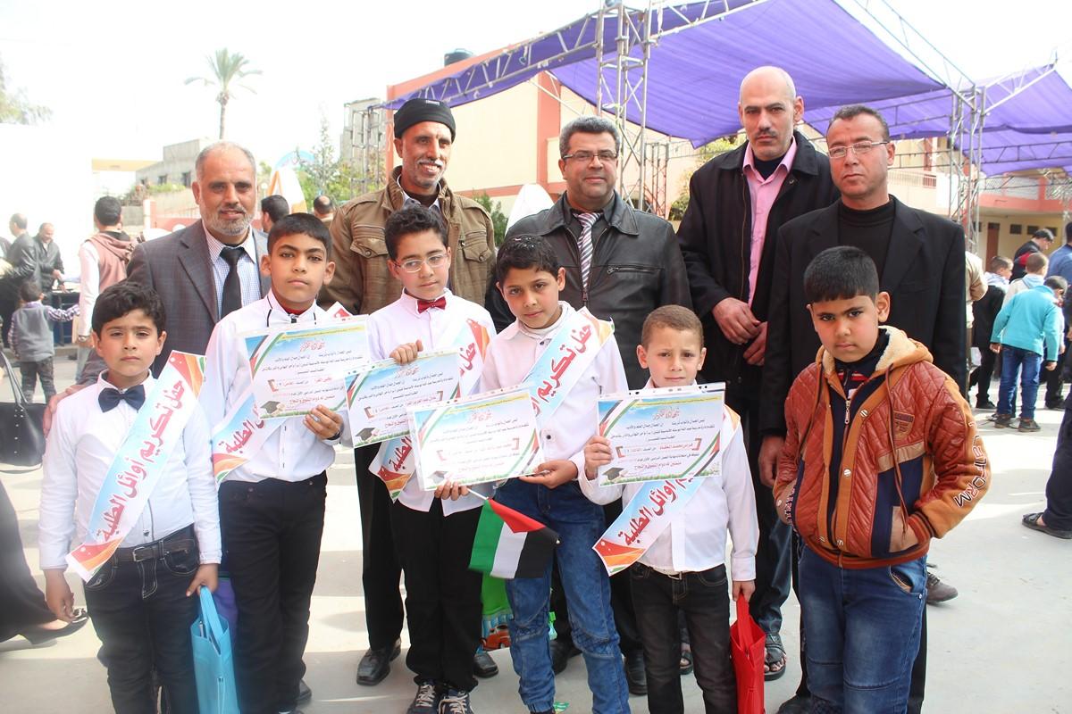 مدرسة الشهيد عبدالله أبوسته الأعداديه تحتفل بطلابها الأوائل