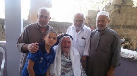 بعد 50 عام عاد الدكتور صابر عبد الستار الفرا إلى ارض الوطن