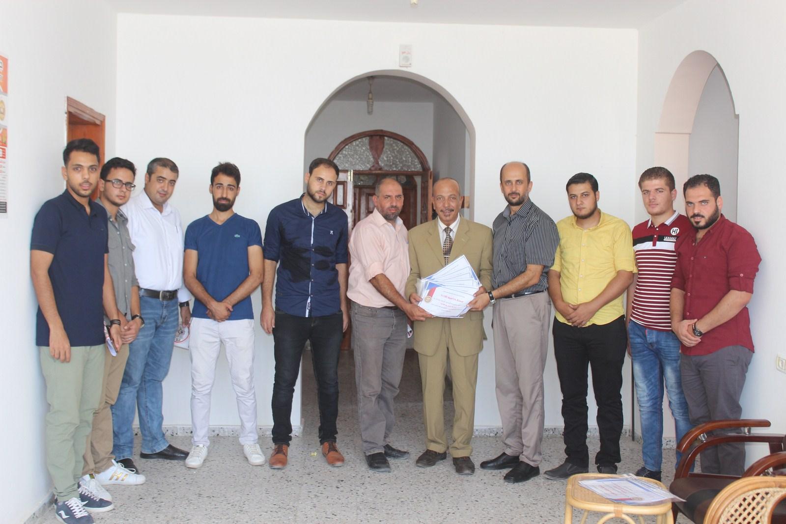 جامعة الاسراء تقدم العديد من المنح الدراسية لطلبة عائلة الفرا