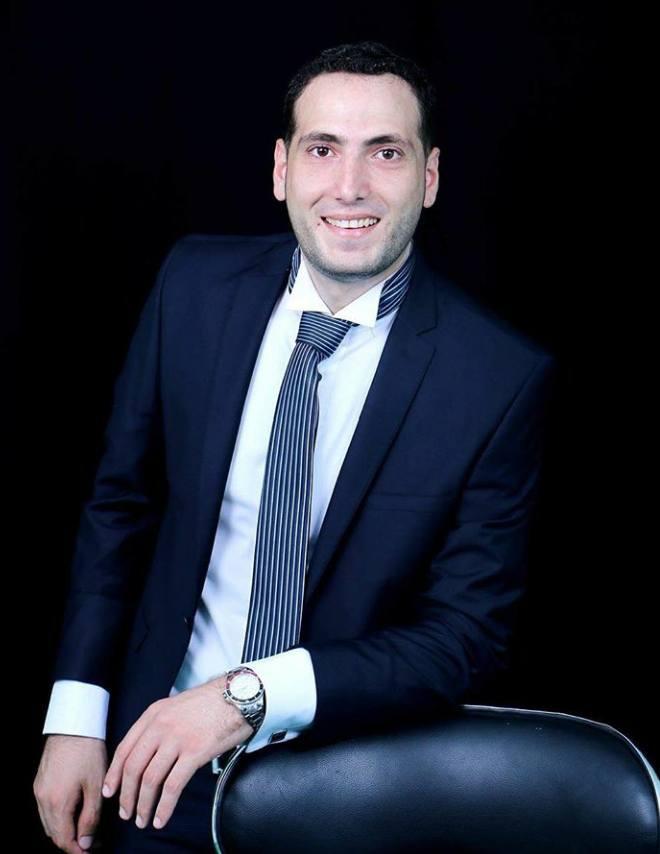 عاد د. أحمد جميل حسن الفرا الى ارض الوطن