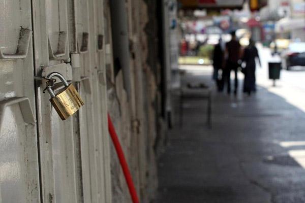 إضراب جزئي للمحال التجارية بخان يونس لسوء الأوضاع الاقتصادية