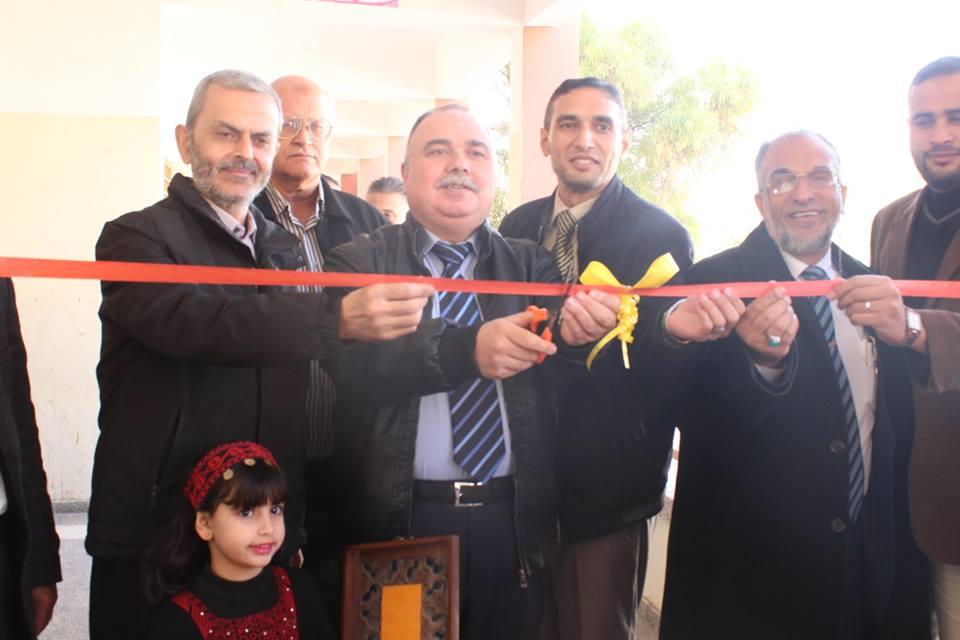أ. بشار إسماعيل الفرا يفتتح المعرض الوطني بمدرسة بيت دجن