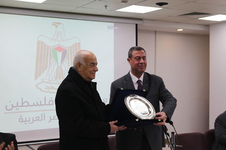 سفارة فلسطين بالقاهرة تُكرم اللواء عبدالله الفرا