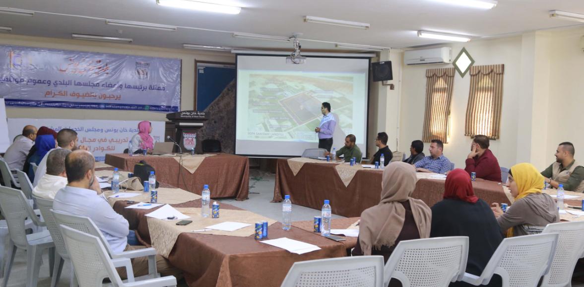 تنظيم دورة توعوية في مجال الاعلام الصحي والبيئي لصحفيي خان يونس