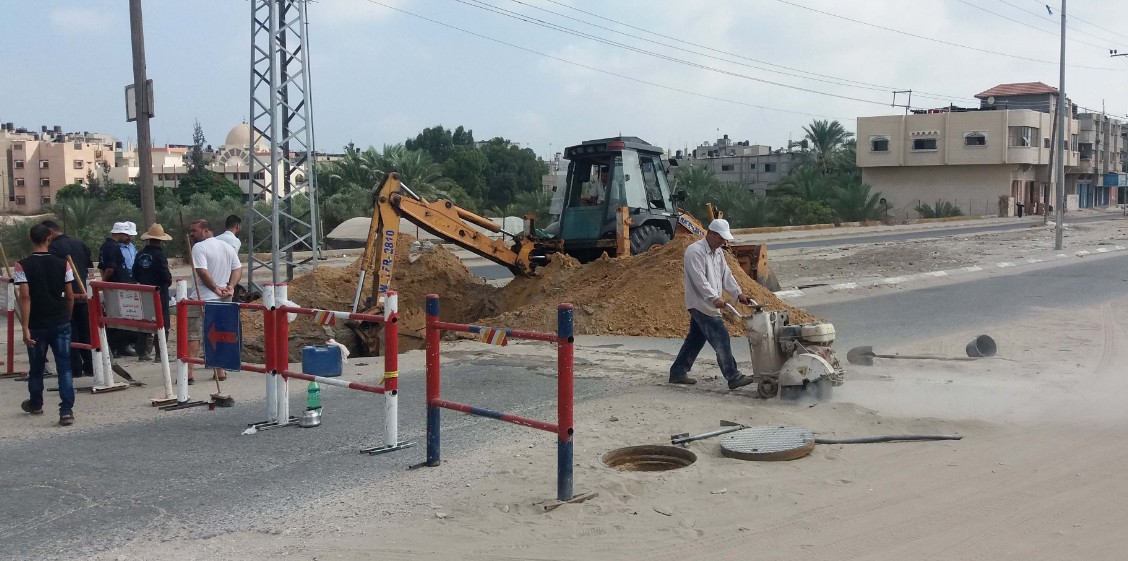 خان يونس: إصلاح 271 خط مياه معطوب وتنفيذ 520 عملية تسليك للشبكات
