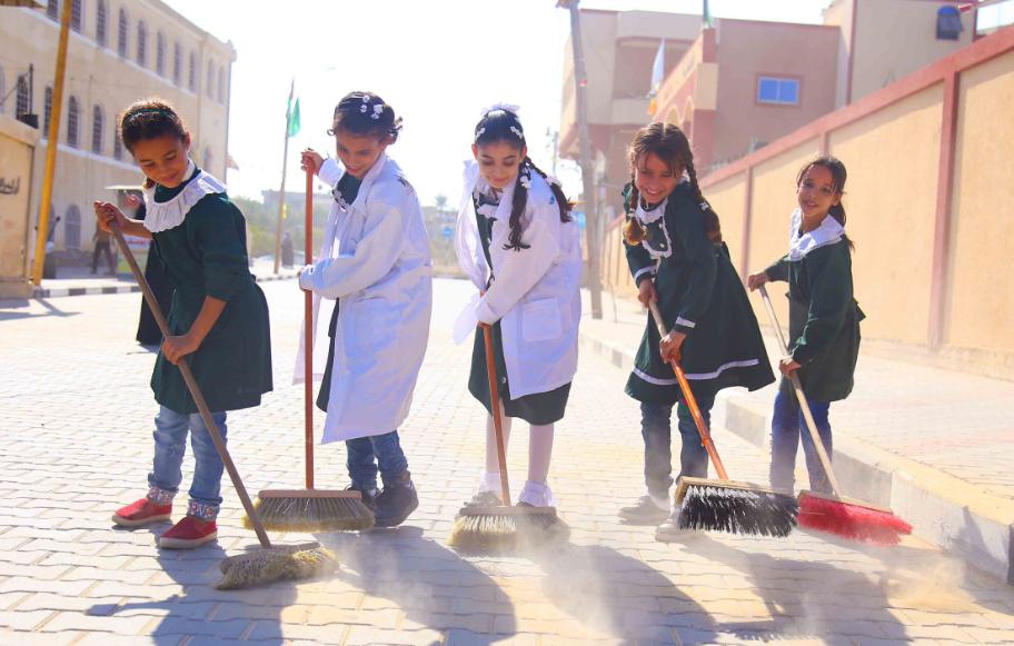 تنظيم حملة تطوعية لعدد من مدارس خان يونس