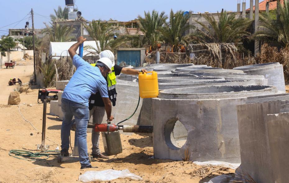 بلدية خان يونس تشرع بإنشاء شبكة ووحدة معالجة للصرف الصحي بالمواصي