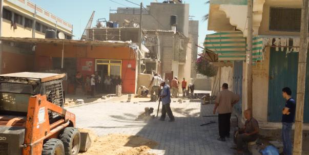 صيانة شوارع خان يونس بـ 500 متر مربع بلاط انترلوك