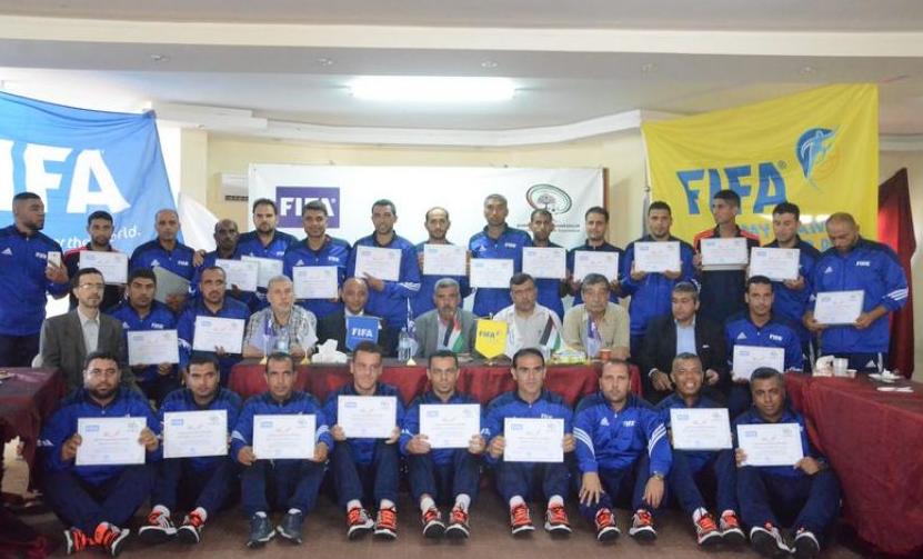 اختتام دورة مدربي كرة القدم الشاطئية في غزة