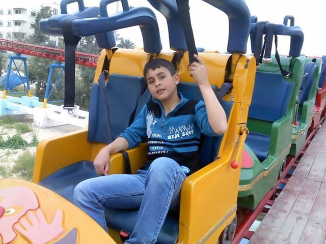 تعرض الطفل : محمد حمزة محمد عايش الفرا ..لكسر في يده اليسري