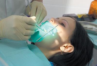 تم بحمد الله إفتتآح عيآدة طب الفم والأسنان بإدارة د. أحمد جميل حسن الفرا ,