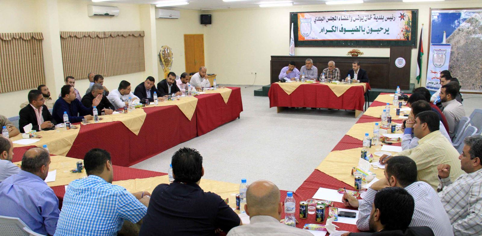 لقاء بلدية خان يونس مع مدراء المواقع العائلية