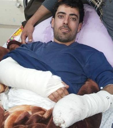 تعرض علي عبد الحميد عطية الفرا لحادث سير أدى إلى كسور في يديه