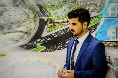 م.وسام جواد حسني الفرا يناقش مشروع التخرج