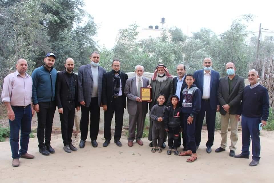 مجلس عائلة الفرا يزور ذوي شهداء العائلة