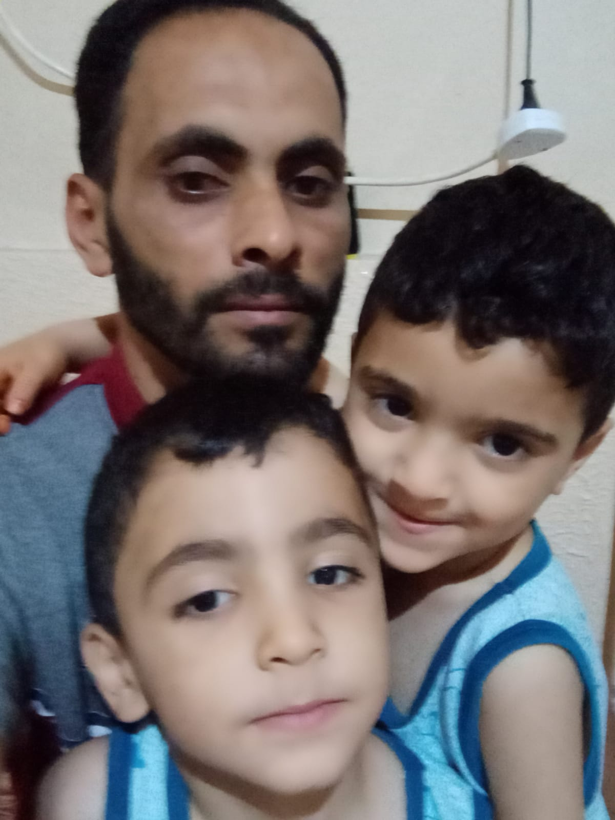 السيد/إياد زياد شعيب الفرا وولديه يتعرض لحادث سير