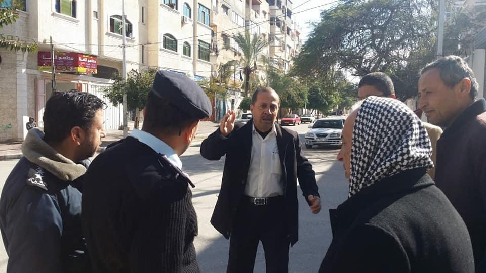 وفداً من النقل والمواصلات وشرطة المرور يُعين المفترقات بمنطقة النصر بغزة