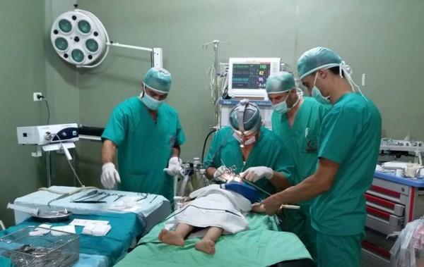 قسم الجراحة بمستشفى ناصر ينقذ مصاب بحالة حرجة