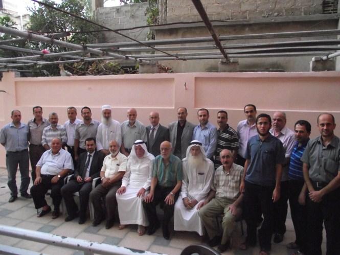 قام وفد من عائلة الفرا بزيارة أ.محمدعبدالخالق الفرا بمناسبة تعيينه وزيرا للحكم المحلي